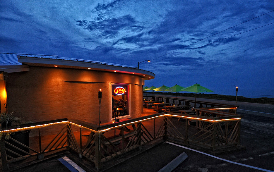 oceansidebeachbarandgrill-outside